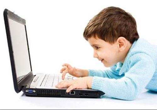 مراقب کودکان در فضای مجازی باشیم/ آموزش بهرهگیری ایمن از اینترنت